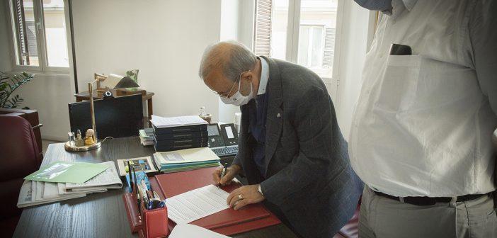 Il Segretario generale della Uil Pensionati Carmelo Barbagallo ha firmato l'Appello della Comunità di Sant'Egidio 'Senza anziani non c'è futuro'